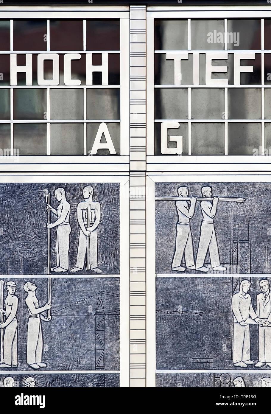 Hochtief Aktiengesellschaft, historischer Eingang der Unternehmenszentrale, Hochtiefhaus, Deutschland, Nordrhein-Westfalen, Ruhrgebiet, Essen | histor - Stock Image