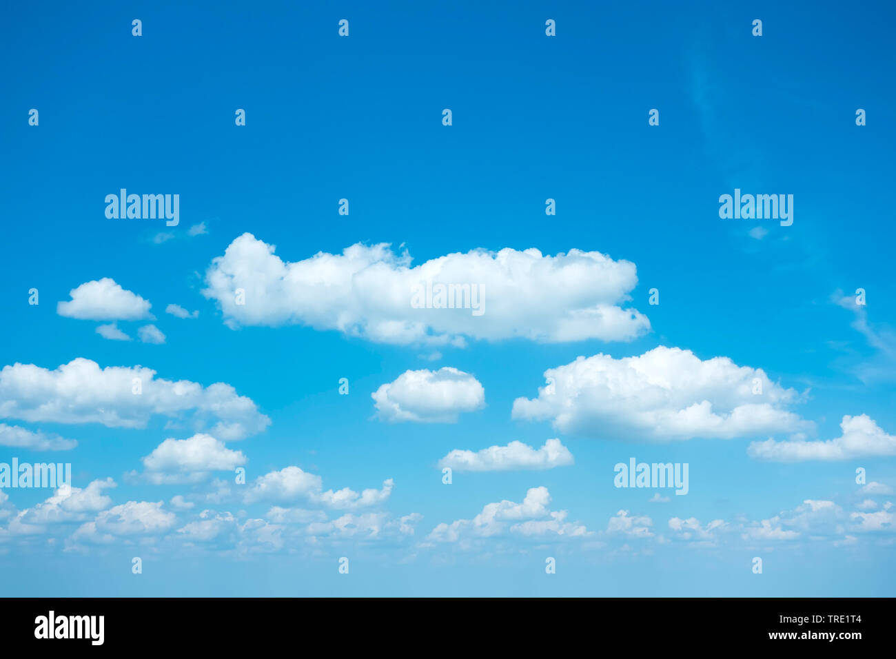 blauer Himmel mit weissen Wolken im Sonnenschein   blue sky with white clouds in sunlight   BLWS514890.jpg [ (c) blickwinkel/McPHOTO/M. Gann Tel. +49 - Stock Image