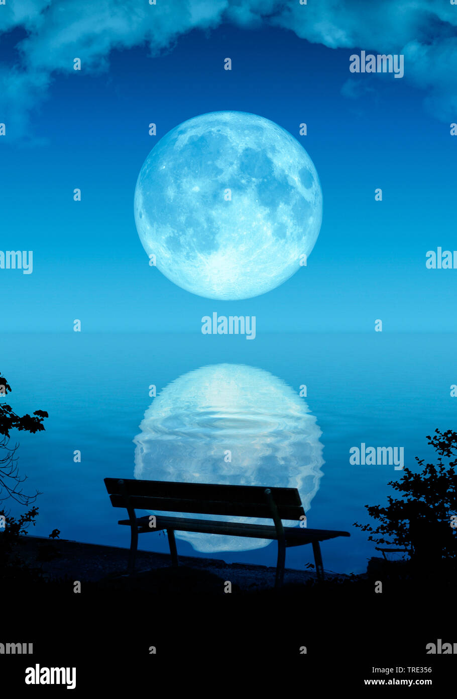 Bank am Meer, Vollmond spiegelt sich im Wasser, Computergraphik   illustration of a nice full moon   BLWS515952.jpg [ (c) blickwinkel/McPHOTO/M. Gann - Stock Image
