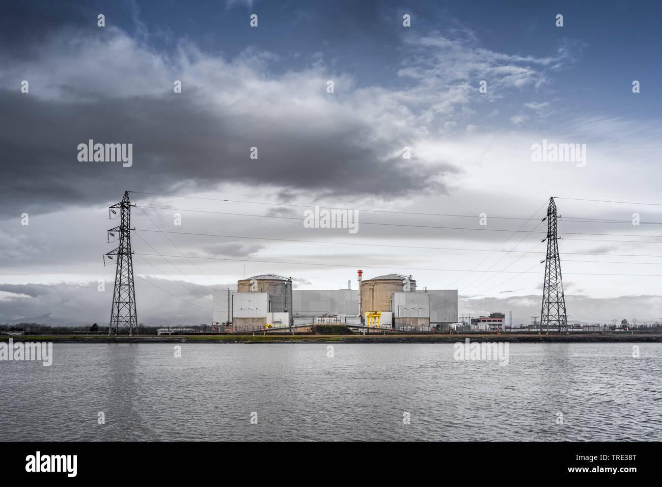 aeltestes und leistungsschwaechste noch in Betrieb befindliche franzoesische Kernkraftwerk Fessenheim, Frankreich | very old pressurized water reactor - Stock Image