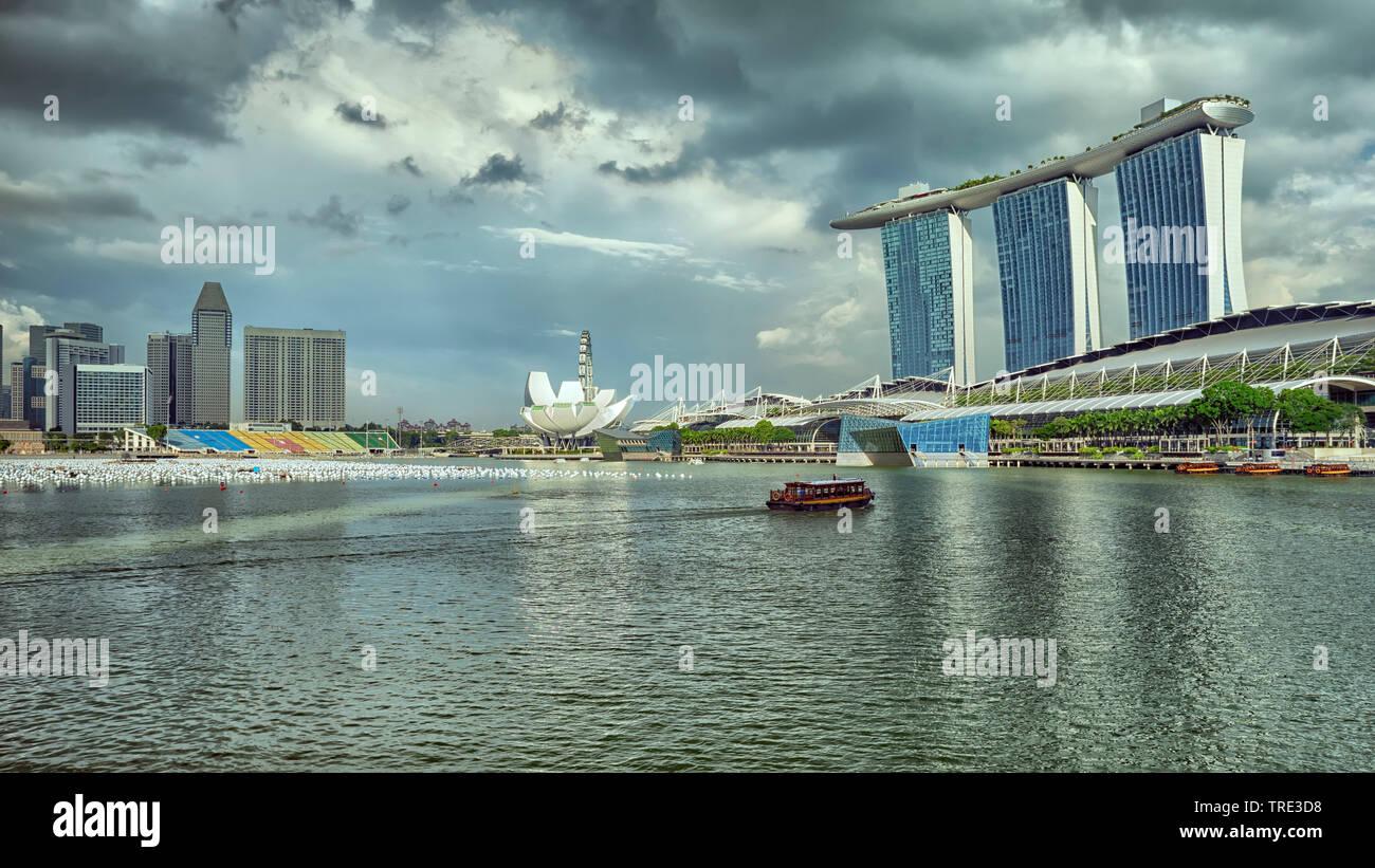 Blick auf das Marina Bay Sands Resort und Casino in Singapur, Singapur | View of the Marina Bay Sands Resort und the Casino in Singapore, Singapore | - Stock Image