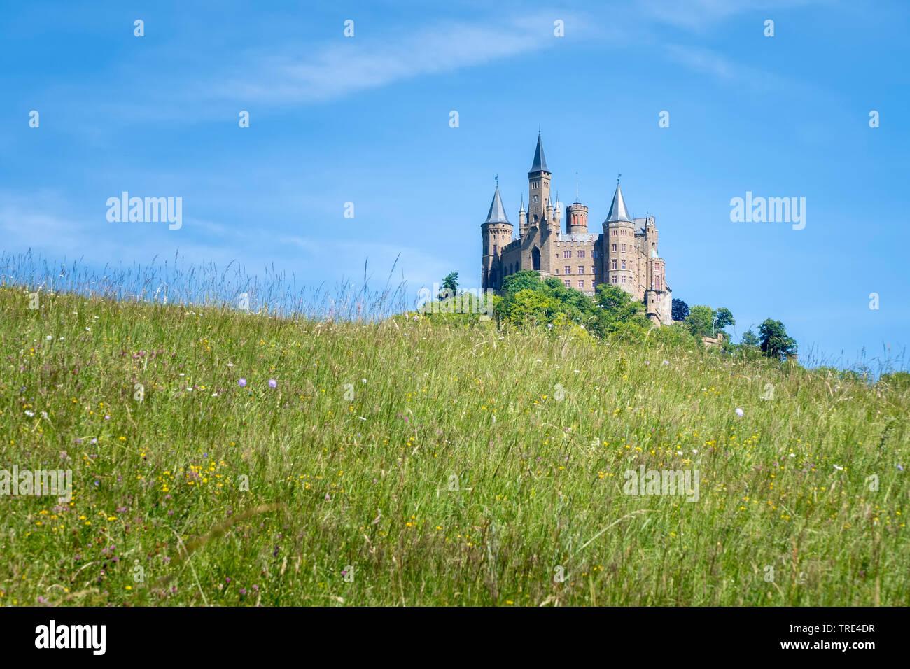 Burg Hohenzollern bei Bisisngen in Baden-Wuerttenberg, Deutschland, Baden-Wuerttemberg, Bisingen | Castle Hohenzollern near by Bisingen in the state o - Stock Image