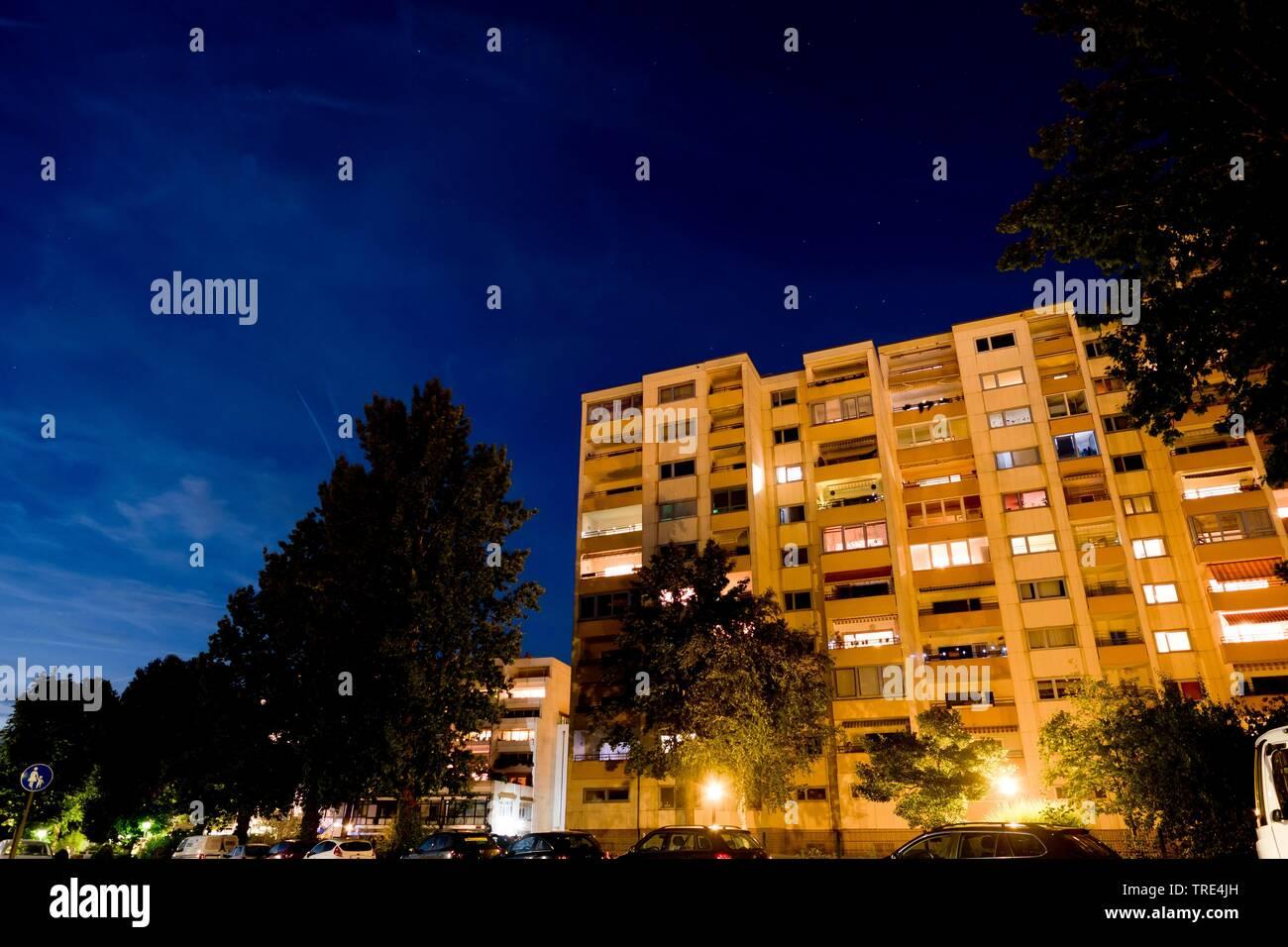 Wohnaus bei Nacht, Deutschland | residental house st night, Germany | BLWS517160.jpg [ (c) blickwinkel/McPHOTO/A. Pulwey Tel. +49 (0)2302-2793220, E-m - Stock Image