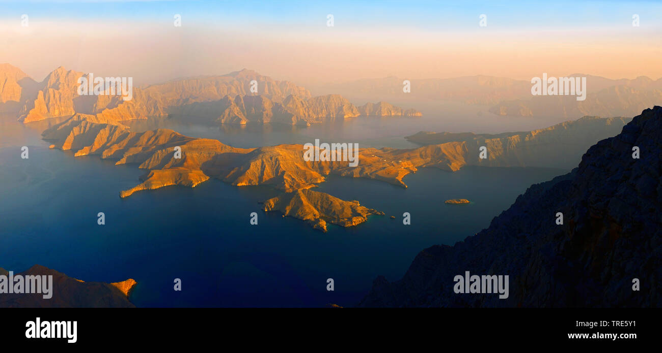 Blick von einem hohen Berg auf die Bucht von Sham, Oman, Khasab | view from a high mountain to the Bay of Sham, Oman, Khasab | BLWS518096.jpg [ (c) bl - Stock Image