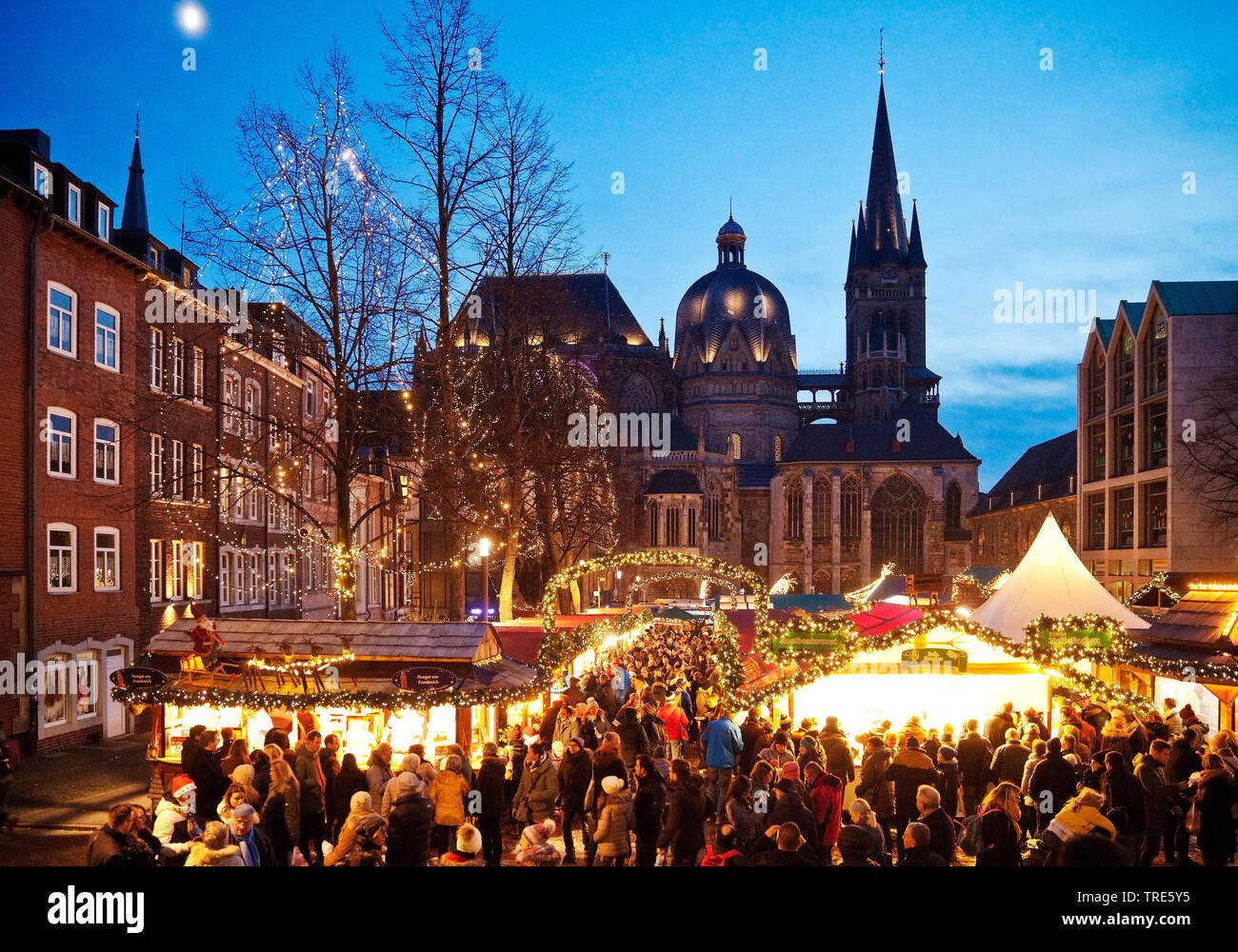 Christmas market in front of the Aachen Cathedral in the evening, Germany, North Rhine-Westphalia, Aix-la-Chapelle Stock Photo