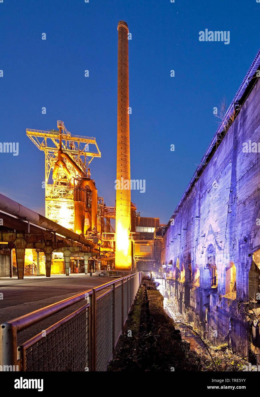 beleuchtetes Industriemuseum Heinrichshuette, Deutschland, Nordrhein-Westfalen, Ruhrgebiet, Hattingen | illuminated Industrial Museum Heinrichshuette, - Stock Image