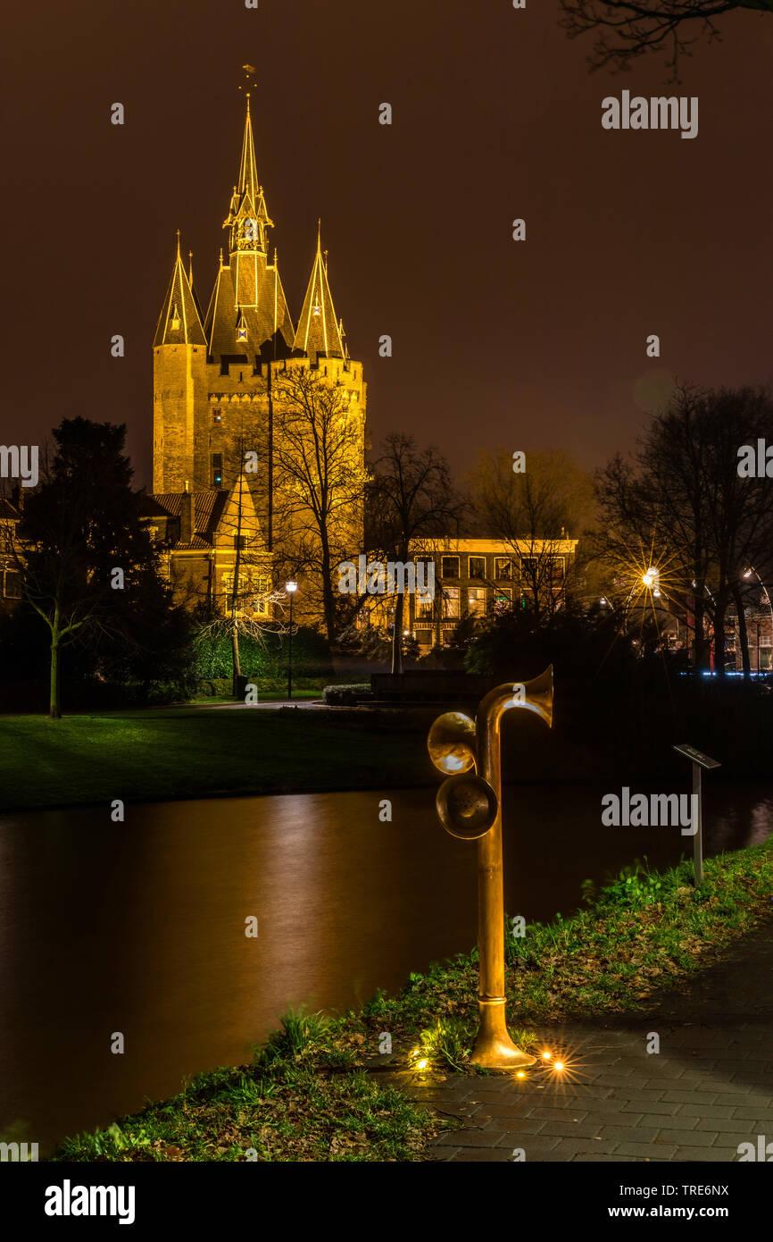 Stadtansicht von Zwolle bei Nacht, Torhaus Sassenpoort, Niederlande, Overijssel, Zwolle | Cityscape Zwolle by night, Sassenpoort, Netherlands, Overijs - Stock Image
