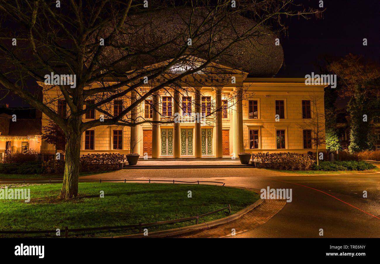 Stadtansicht von Zwolle bei Nacht, Museum de Fundatie, Niederlande, Overijssel, Zwolle | Cityscape Zwolle by night, Museum de Fundatie, Netherlands, O - Stock Image