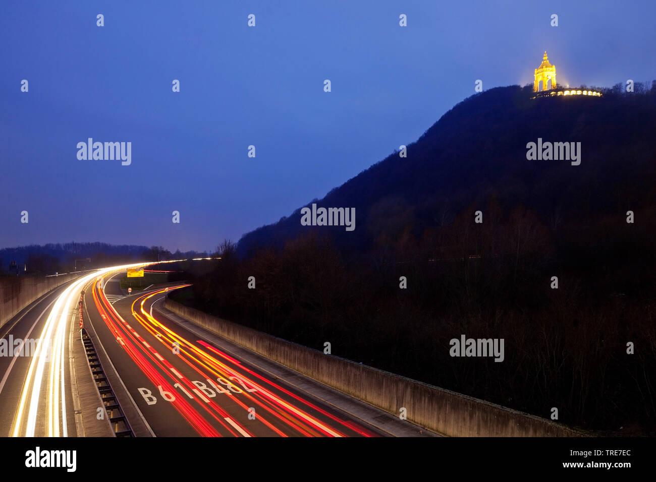 Beleuchtetes Kaiser-Wilhelm-Denkmal an der B428 und B61 am Abend, Deutschland, Nordrhein-Westfalen, Ostwestfalen, Porta Westfalica | illuminated Emper - Stock Image