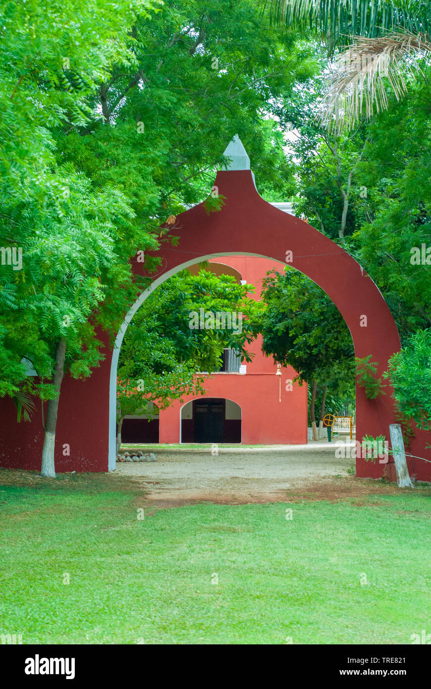 Entrance arch of a Tecoh farm, in the Yucatan peninsula - Stock Image