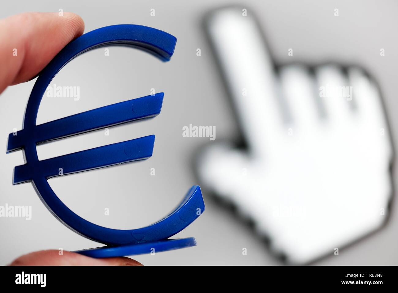 Cursor und Eurozeichen in den Fingern, EU-Digitalsteuer, Deutschland | cursor and Euro sign, digital tax, Germany | BLWS520129.jpg [ (c) blickwinkel/M - Stock Image