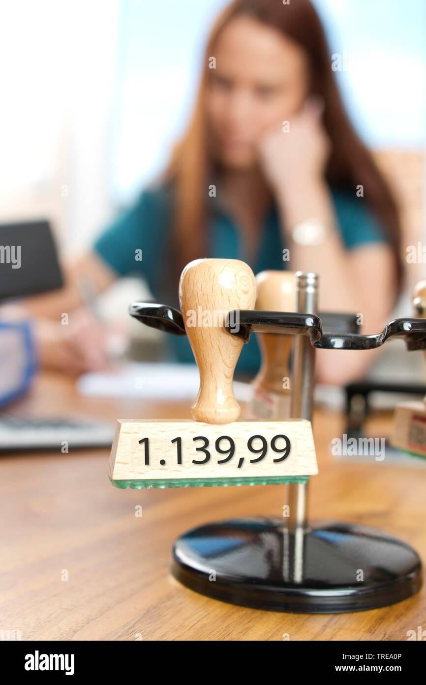 Stempel mit Pfaendungsfreibetrag 1139,99 € fuer ledige Kinderlose, Deutschland | stamp for exempt from execution, Germany | BLWS521041.jpg [ (c) blick - Stock Image