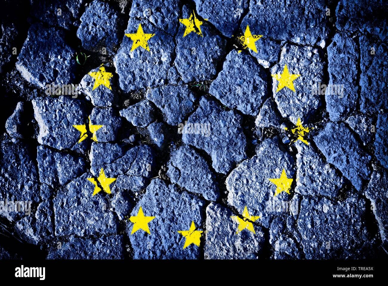Europaflagge auf bruechigen Grund - Krise in Europa | European flag on fragile ground - Crisis in Europe | BLWS521171.jpg [ (c) blickwinkel/McPHOTO/C. - Stock Image