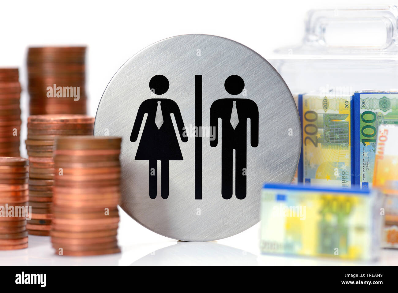 Piktogramme von Mann und Frau, beide mit Krawatten, Geldkoffer und Geldmuenzen, Lohnungleichheit, Deutschland | pictograph of woman and man, coins and - Stock Image