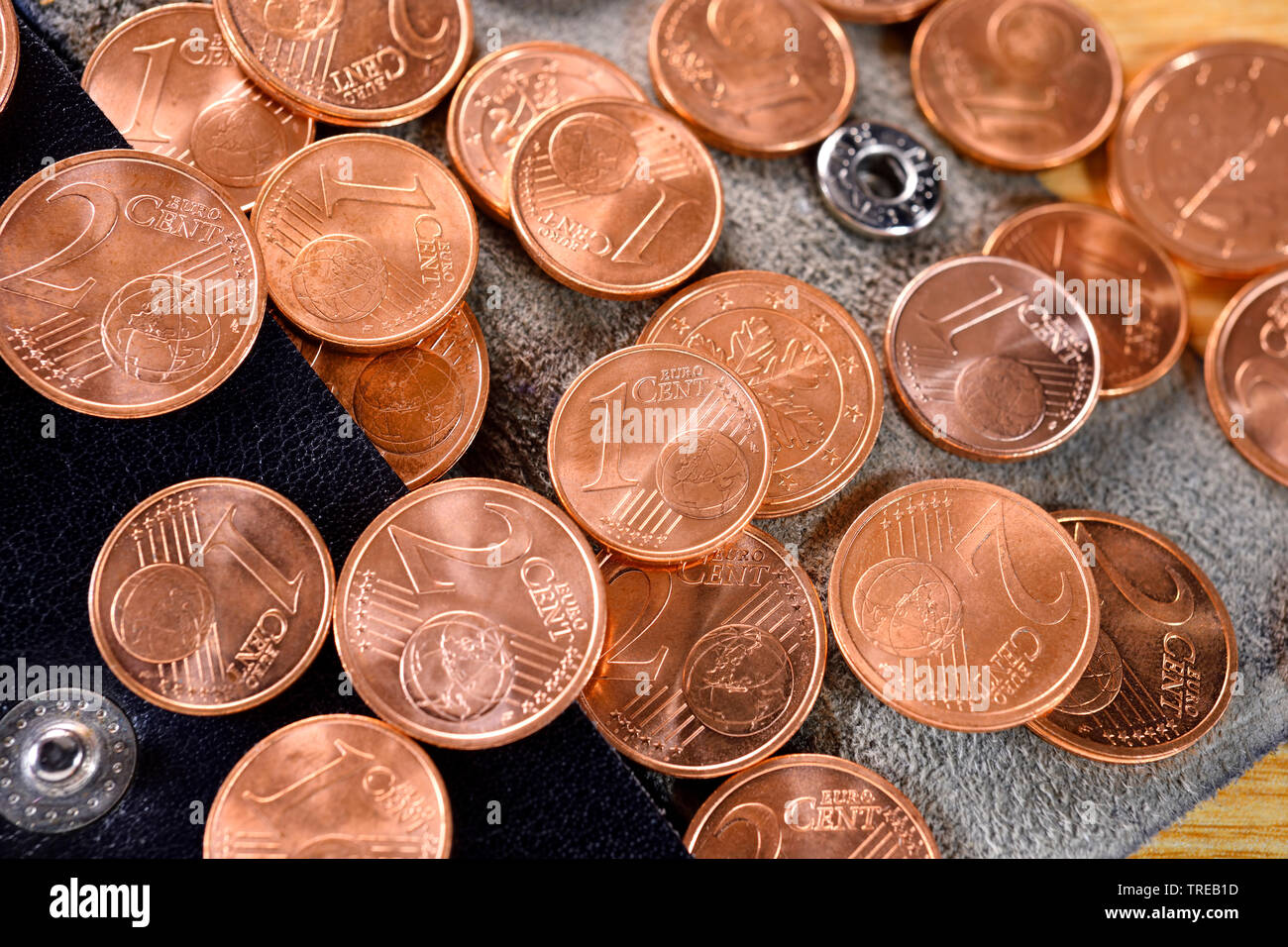 1- und 2-Centmuenzen - Diskussion ueber Abschaffung von Kleingeld   1 and 2 Cent coins - discussion about abolishing of coppers   BLWS521787.jpg [ (c) - Stock Image