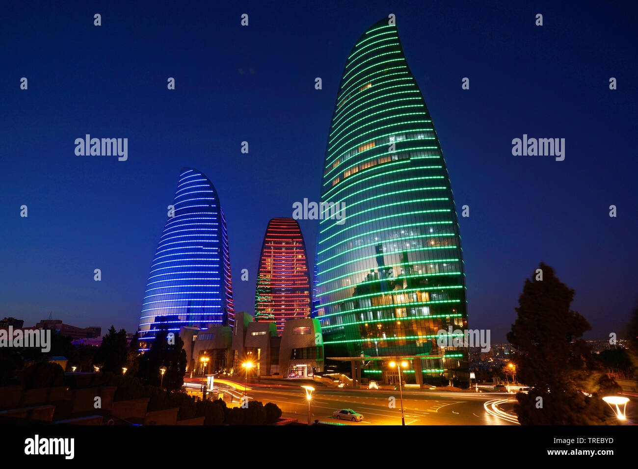 beleuchtete Flame Towers bei Nacht, Aserbaidschan, Baku | illuminated Flame Towers at night, Azerbaijan, Baku | BLWS522475.jpg [ (c) blickwinkel/McPHO - Stock Image