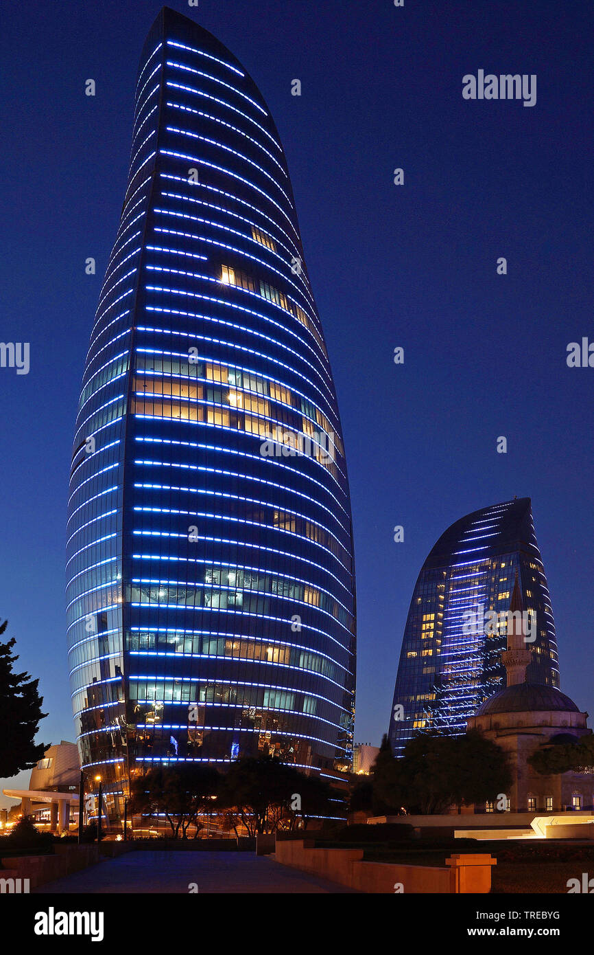 beleuchtete Flame Towers bei Nacht, Aserbaidschan, Baku | illuminated Flame Towers at night, Azerbaijan, Baku | BLWS522477.jpg [ (c) blickwinkel/McPHO - Stock Image
