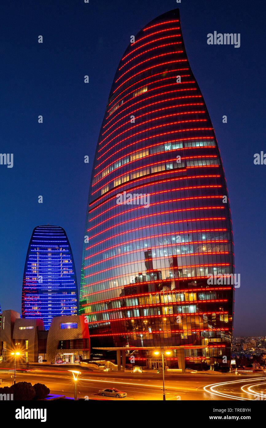 beleuchtete Flame Towers bei Nacht, Aserbaidschan, Baku | illuminated Flame Towers at night, Azerbaijan, Baku | BLWS522478.jpg [ (c) blickwinkel/McPHO - Stock Image