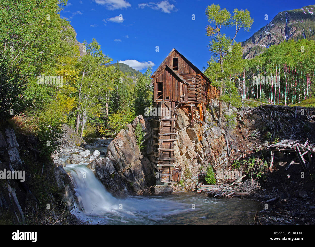Crystall Mill, Old Mill, im Herbst am Crystal River, USA, Colorado, Crystal River | Crystall Mill, Old Mill at the Crystal River in autumn, USA, Color - Stock Image
