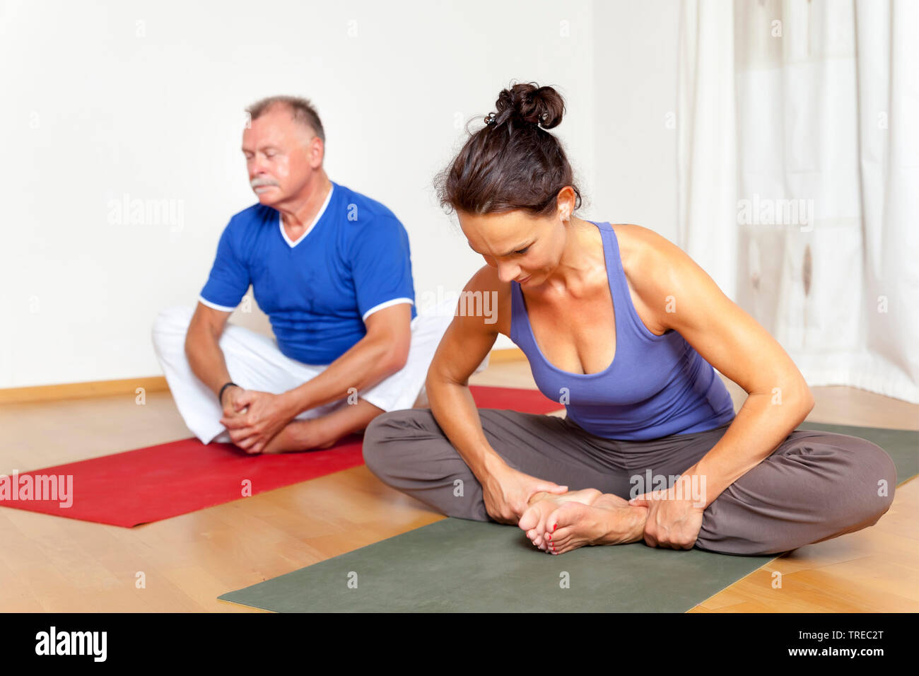 Frau und Mann machen Yoga-Uebungen, Europa | woman and man doing yoga, Europe | BLWS522574.jpg [ (c) blickwinkel/McPHOTO/M. Gann Tel. +49 (0)2302-2793 Stock Photo
