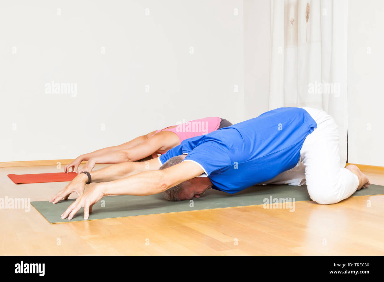 Frau und Mann machen Yoga-Uebungen, Europa | woman and man doing yoga, Europe | BLWS522576.jpg [ (c) blickwinkel/McPHOTO/M. Gann Tel. +49 (0)2302-2793 Stock Photo