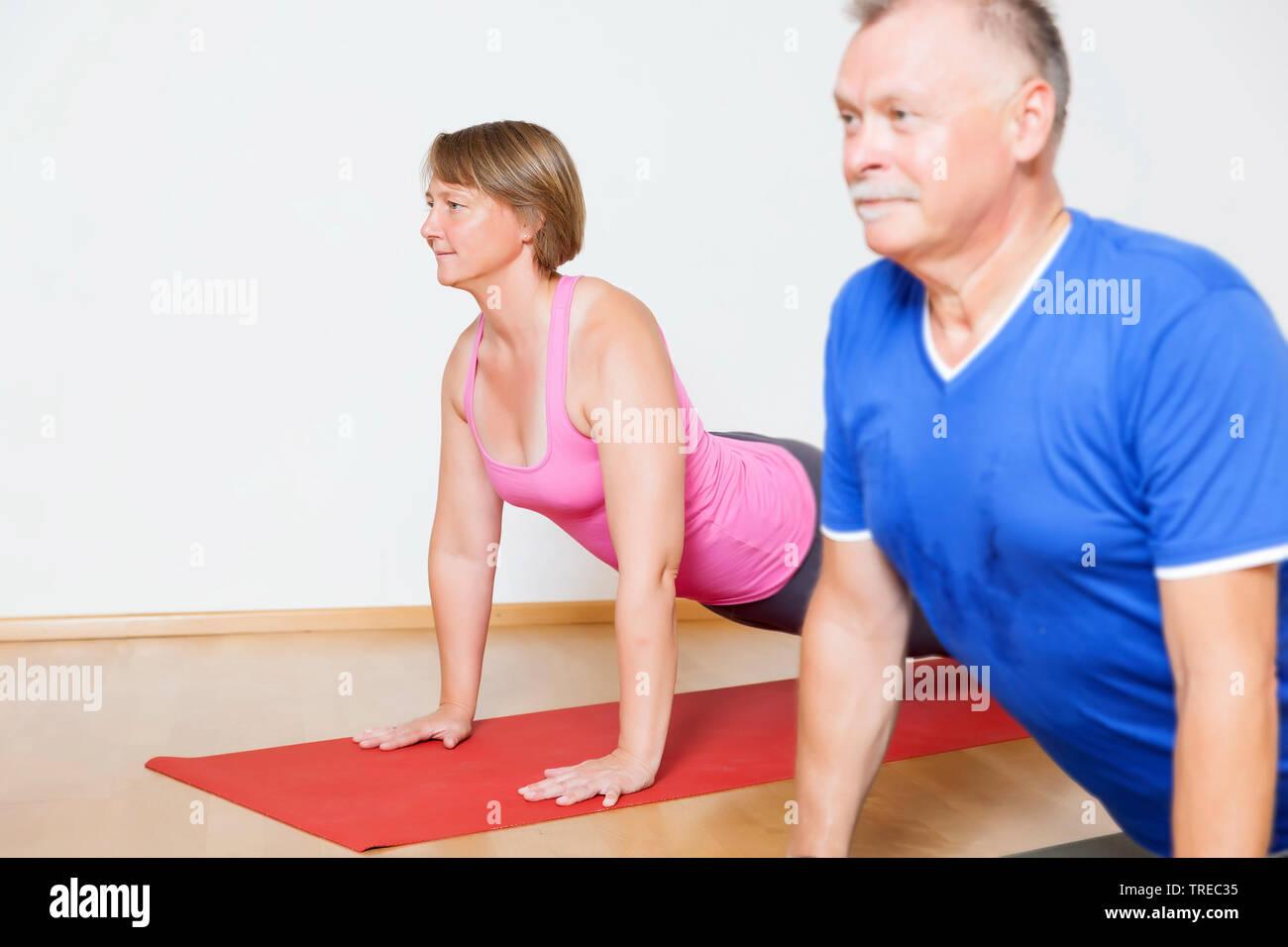 Frau und Mann machen Yoga-Uebungen, Europa | woman and man doing yoga, Europe | BLWS522583.jpg [ (c) blickwinkel/McPHOTO/M. Gann Tel. +49 (0)2302-2793 - Stock Image