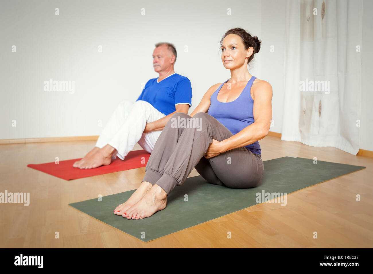 Frau und Mann machen Yoga-Uebungen, Europa | woman and man doing yoga, Europe | BLWS522588.jpg [ (c) blickwinkel/McPHOTO/M. Gann Tel. +49 (0)2302-2793 - Stock Image
