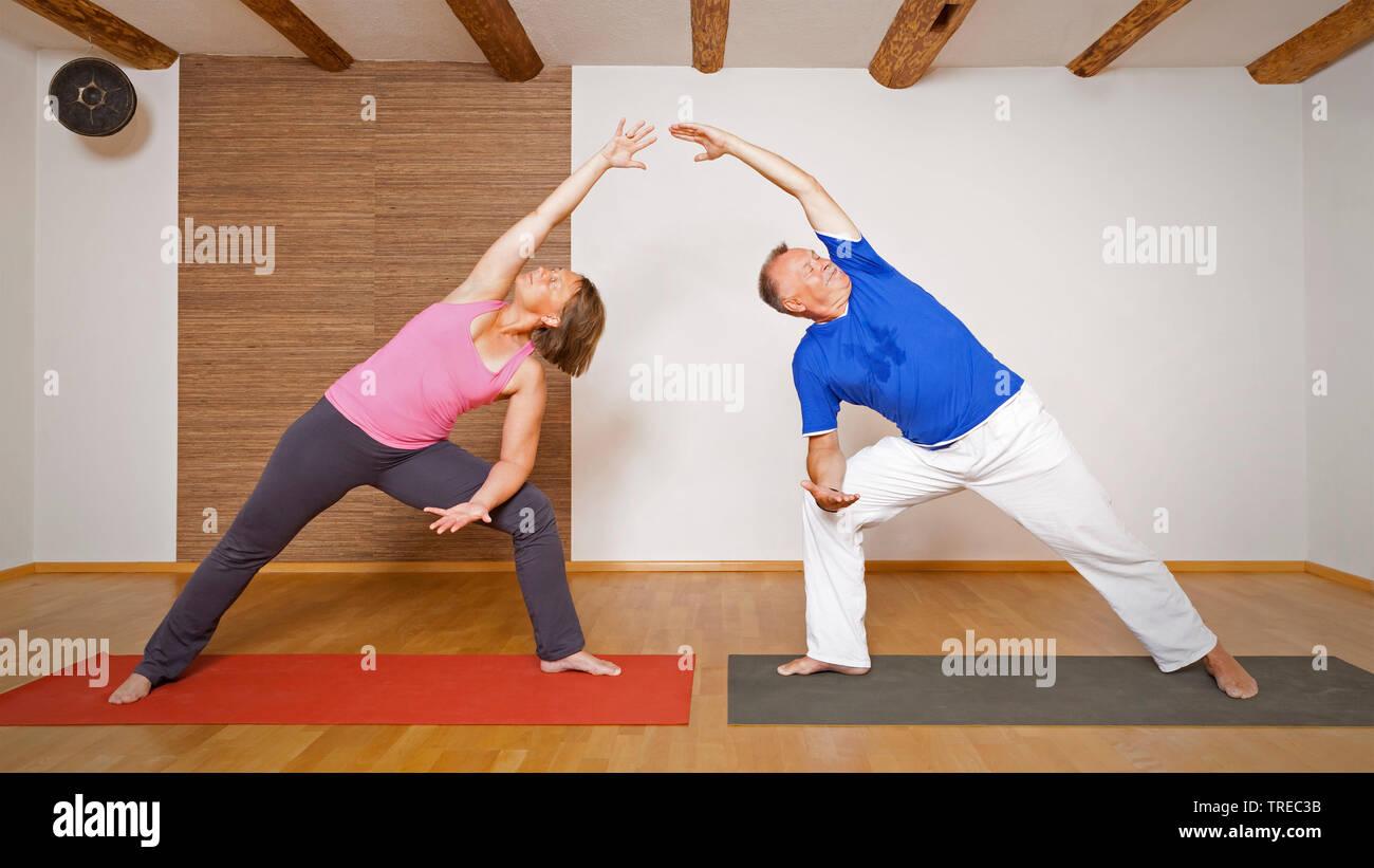 Frau und Mann machen Yoga-Uebungen, Europa | woman and man doing yoga, Europe | BLWS522589.jpg [ (c) blickwinkel/McPHOTO/M. Gann Tel. +49 (0)2302-2793 - Stock Image