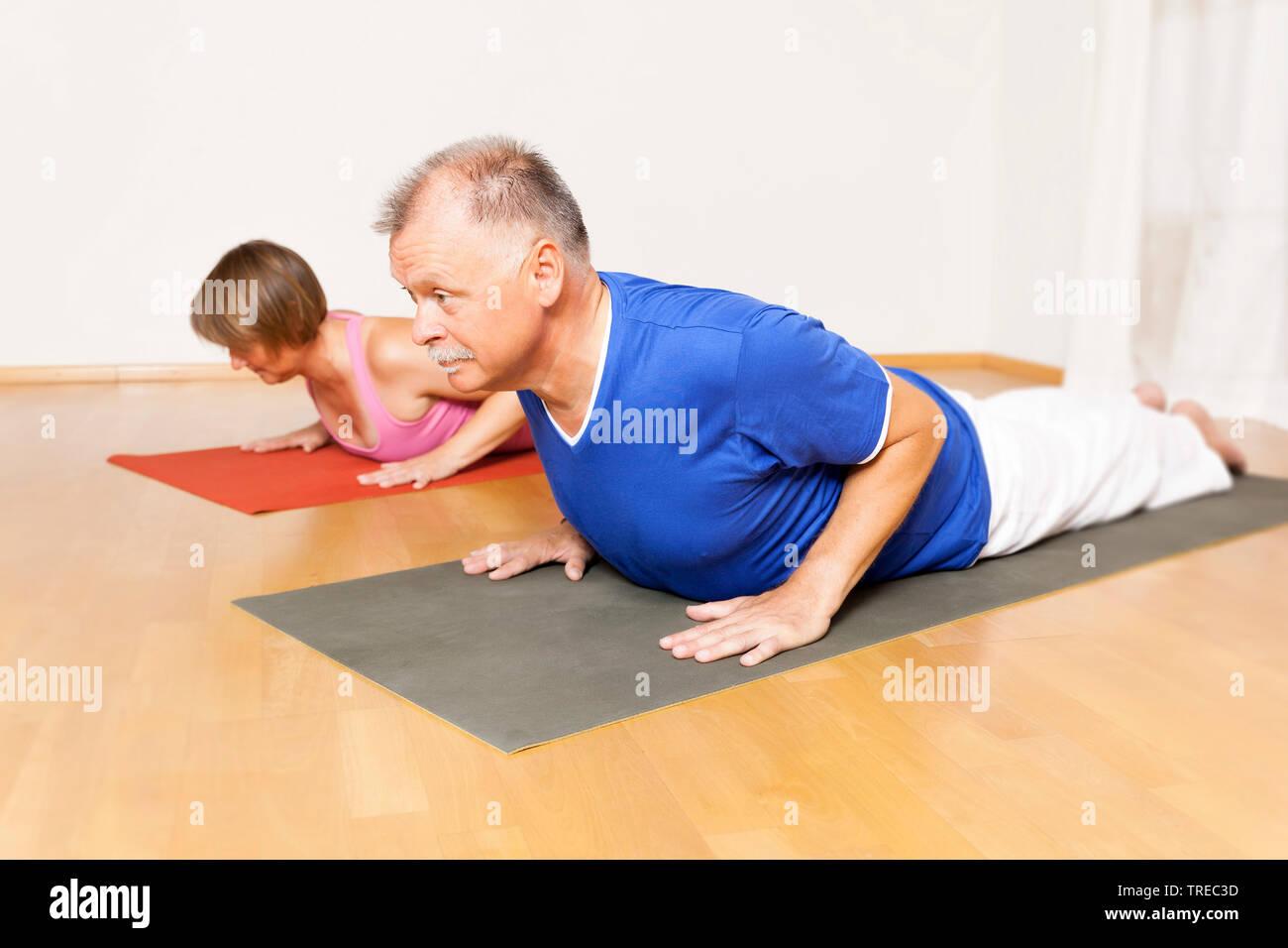 Frau und Mann machen Yoga-Uebungen, Europa | woman and man doing yoga, Europe | BLWS522594.jpg [ (c) blickwinkel/McPHOTO/M. Gann Tel. +49 (0)2302-2793 - Stock Image