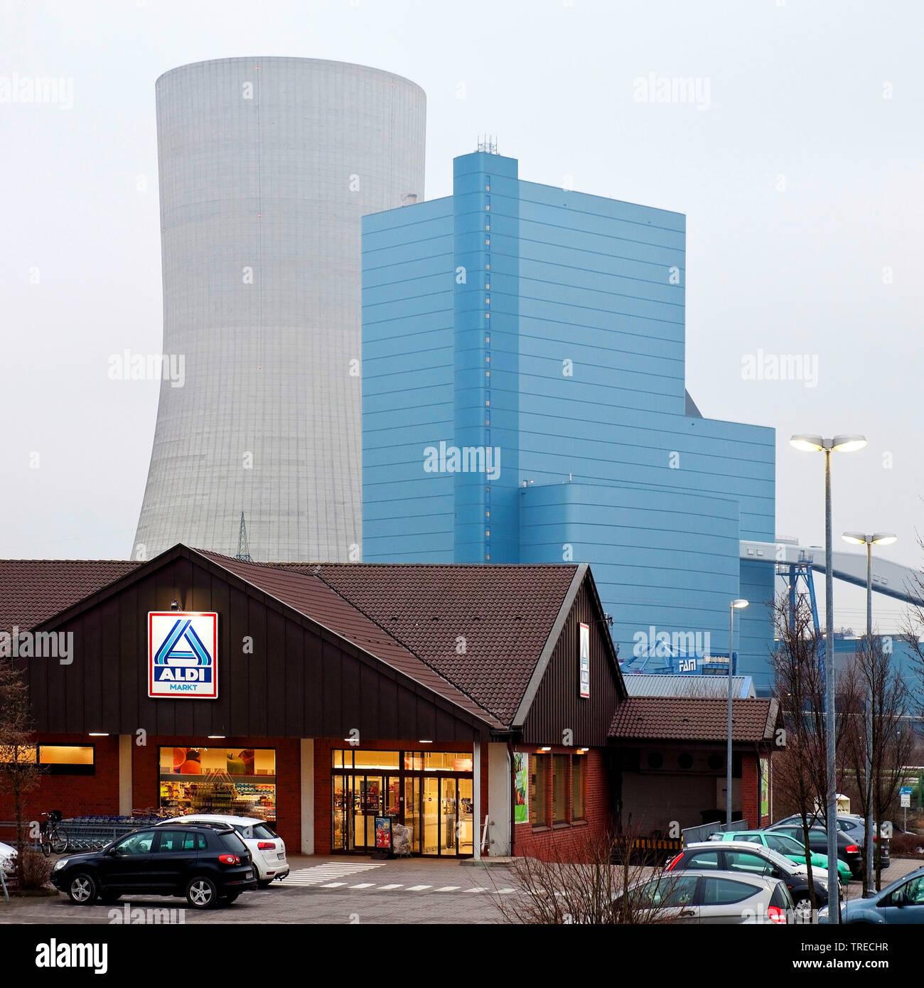 Discounter und Steinkohlekraftwerk Datteln mit Block 4 der Firma Uniper, Kohleausstieg 2038, Deutschland, Nordrhein-Westfalen, Ruhrgebiet, Datteln | d - Stock Image
