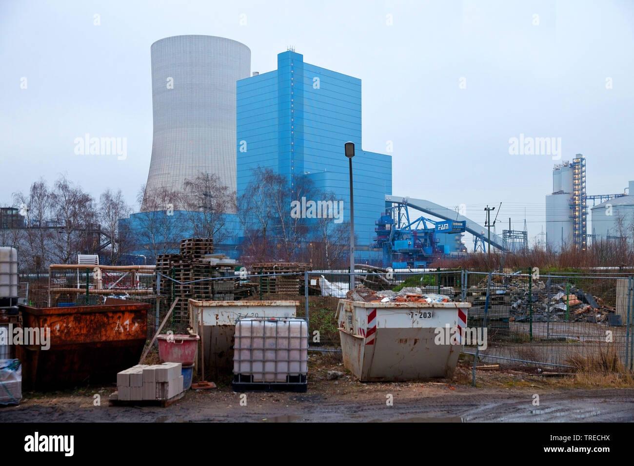 Muellcontainer vor dem Steinkohlekraftwerk Datteln mit Block 4 der Firma Uniper, Kohleausstieg 2038, Deutschland, Nordrhein-Westfalen, Ruhrgebiet, Dat - Stock Image