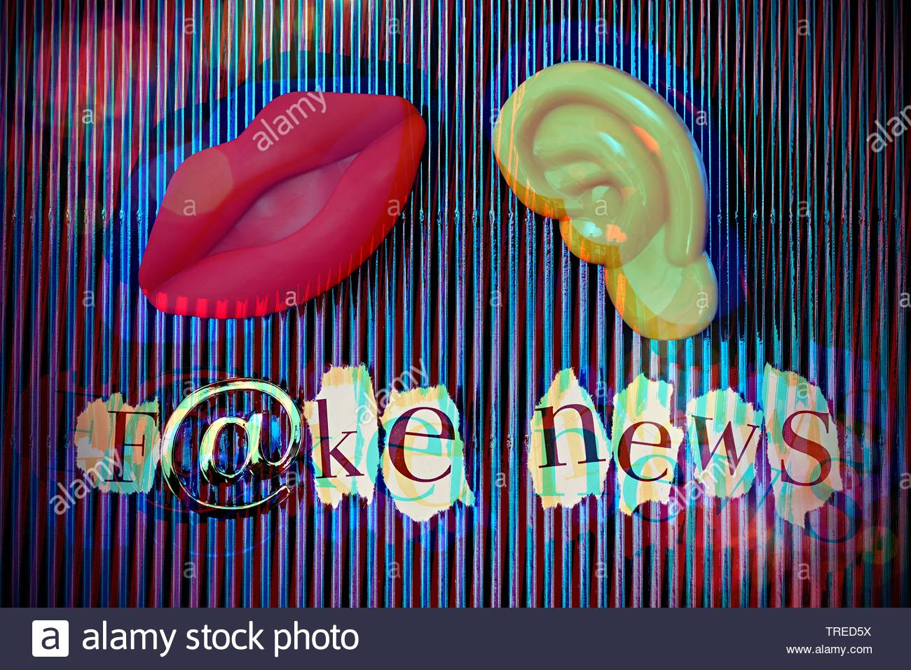 Aufschrift F@KE NEWS (Falschnachrichten) und ein symbolischer Mund und ein Ohr vor blauem Hintergrund | Lettering F@KE NEWS and a symbolized ear and m - Stock Image