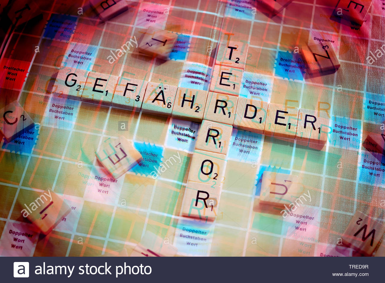 Scrabble-Spielbrett mit den Worten GEFAEHRDER und TERROR - Terrorgefahr, Bundesrepublik Deutschland | Scrabble board mit characters GEFAEHRDER (endang - Stock Image