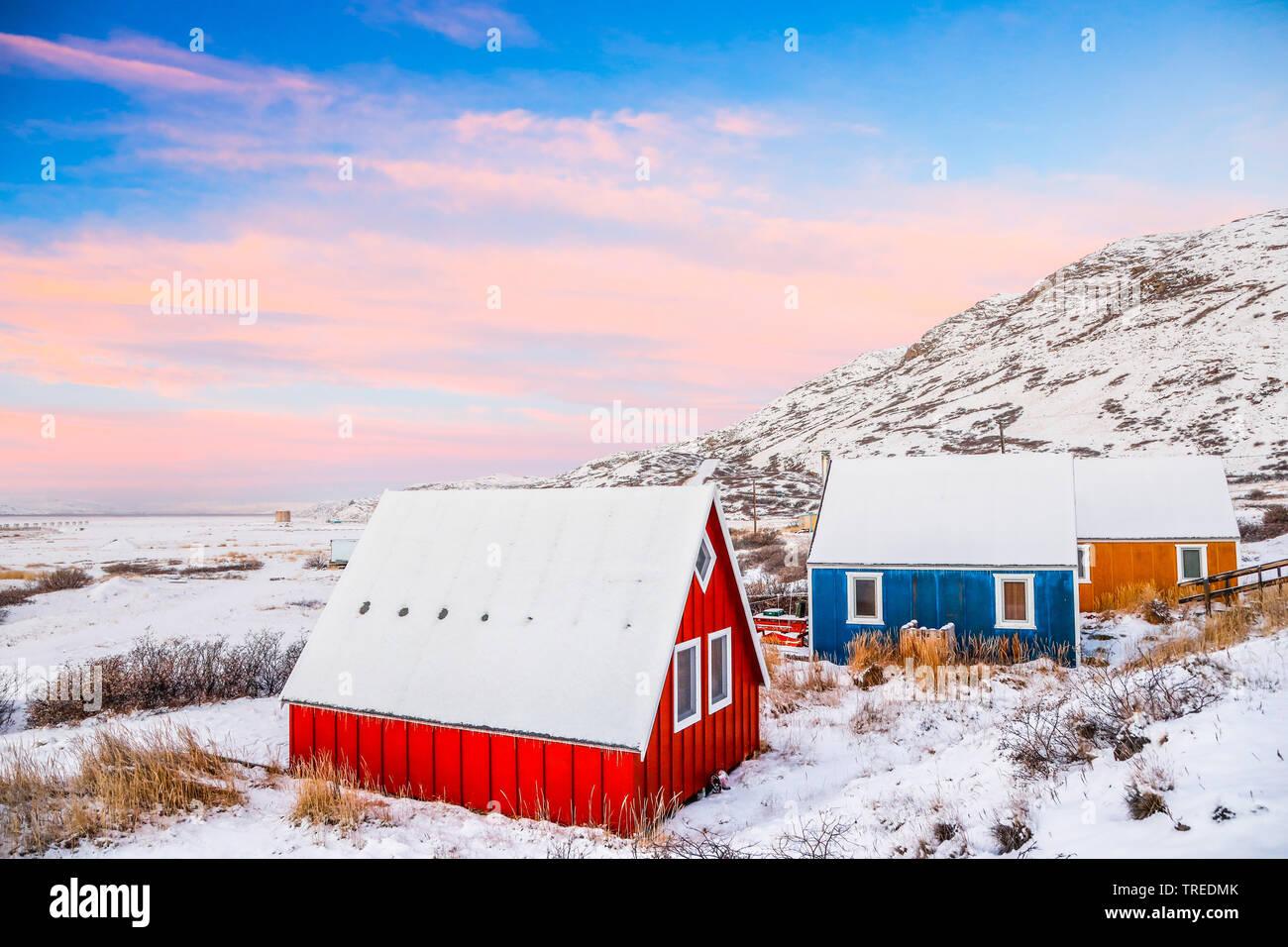 bunte Holzhaeuser im Schnee, Groenland   colorful frame houses in snow, Greenland   BLWS523774.jpg [ (c) blickwinkel/AGAMI/C. van Rijswijk Tel. +49 (0 - Stock Image