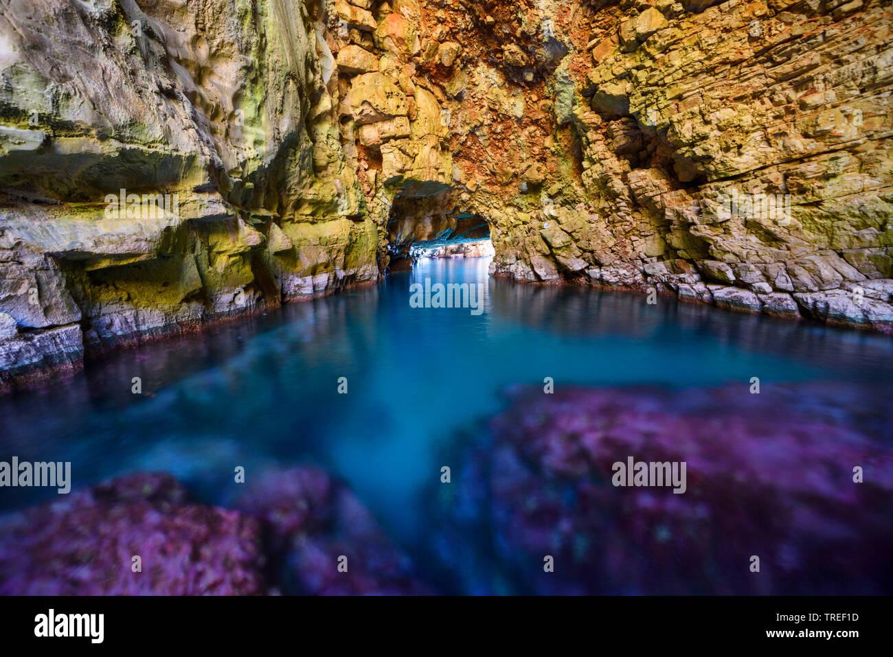 Odysseus-Hoehle an der Kueste von Mljet, Kroatien, Mljet Nationalpark | Odysseus Cave on the coast of Mljet, Croatia, Mljet National Park | BLWS524867 - Stock Image