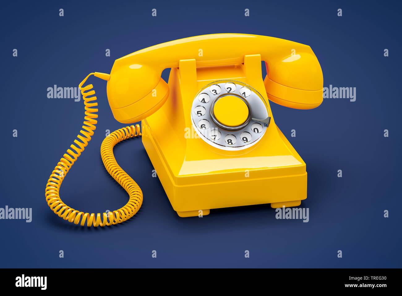3D-Computergrafik, altmodisches Telefon mit Hoerer in Gelb vor blauem Hintergrund | 3D computer graphic, vintage telephone set with earphone in yellow - Stock Image