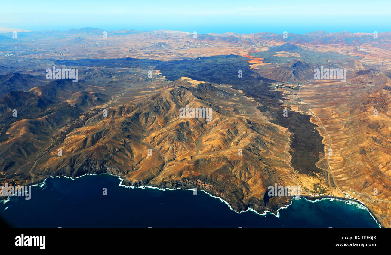 Barranco de la Torre und Bergland bei Pozo Negro, Kanaren, Fuerteventura   Barranco de la Torre and mountain scenery near Pozo Negro, Canary Islands, - Stock Image