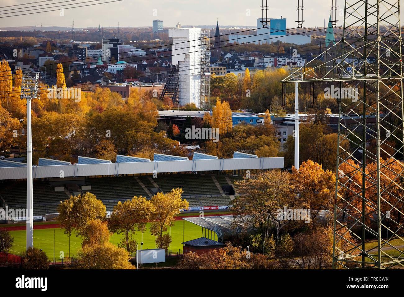 Blick ueber Wattenscheid und Lohrheidestation im Herbst, Deutschland, Nordrhein-Westfalen, Ruhrgebiet, Bochum-Wattenscheid | view of Wattenscheid and - Stock Image