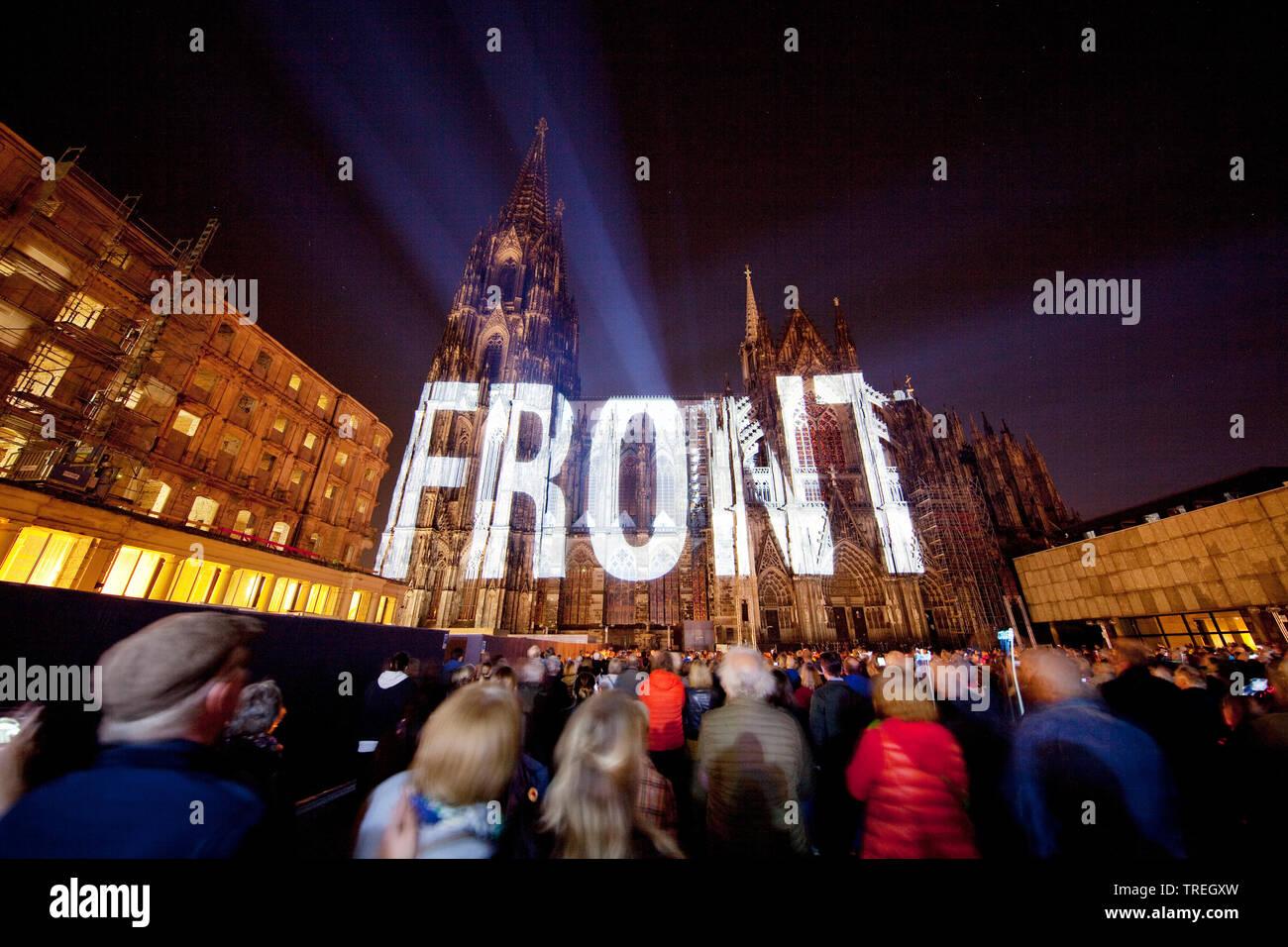 Koelner Dom, Bewegtbild-Illumination Dona Nobis Pacem, Deutschland, Nordrhein-Westfalen, Koeln | Dona Nobis Pacem moving images illumination on Cologn - Stock Image