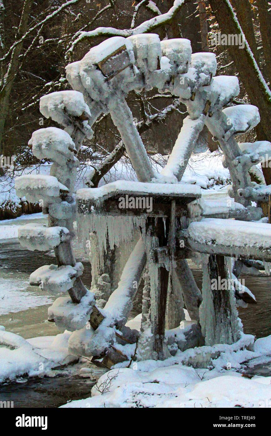 Vereistes Wasserschoepfrad, Deutschland, Bayern, Oberpfalz, Falkenberg | iced noria, Germany, Bavaria, Oberpfalz, Falkenberg | BLWS527307.jpg [ (c) b - Stock Image