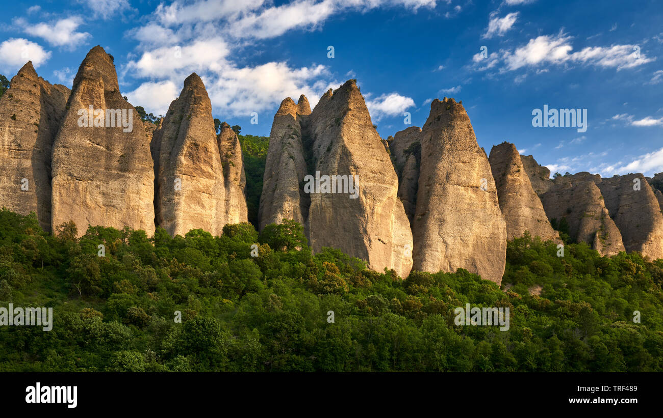 France, Alpes-de-Haute-Provence (04), Les Mées - Sunset on rock formation near the village of Les Mées, named 'Les Pénitents' - Stock Image