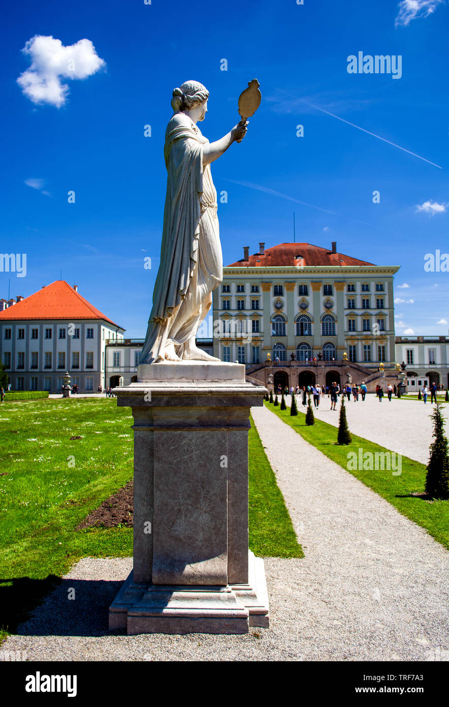D - Nympfenburg : View to the Palace - Stock Image