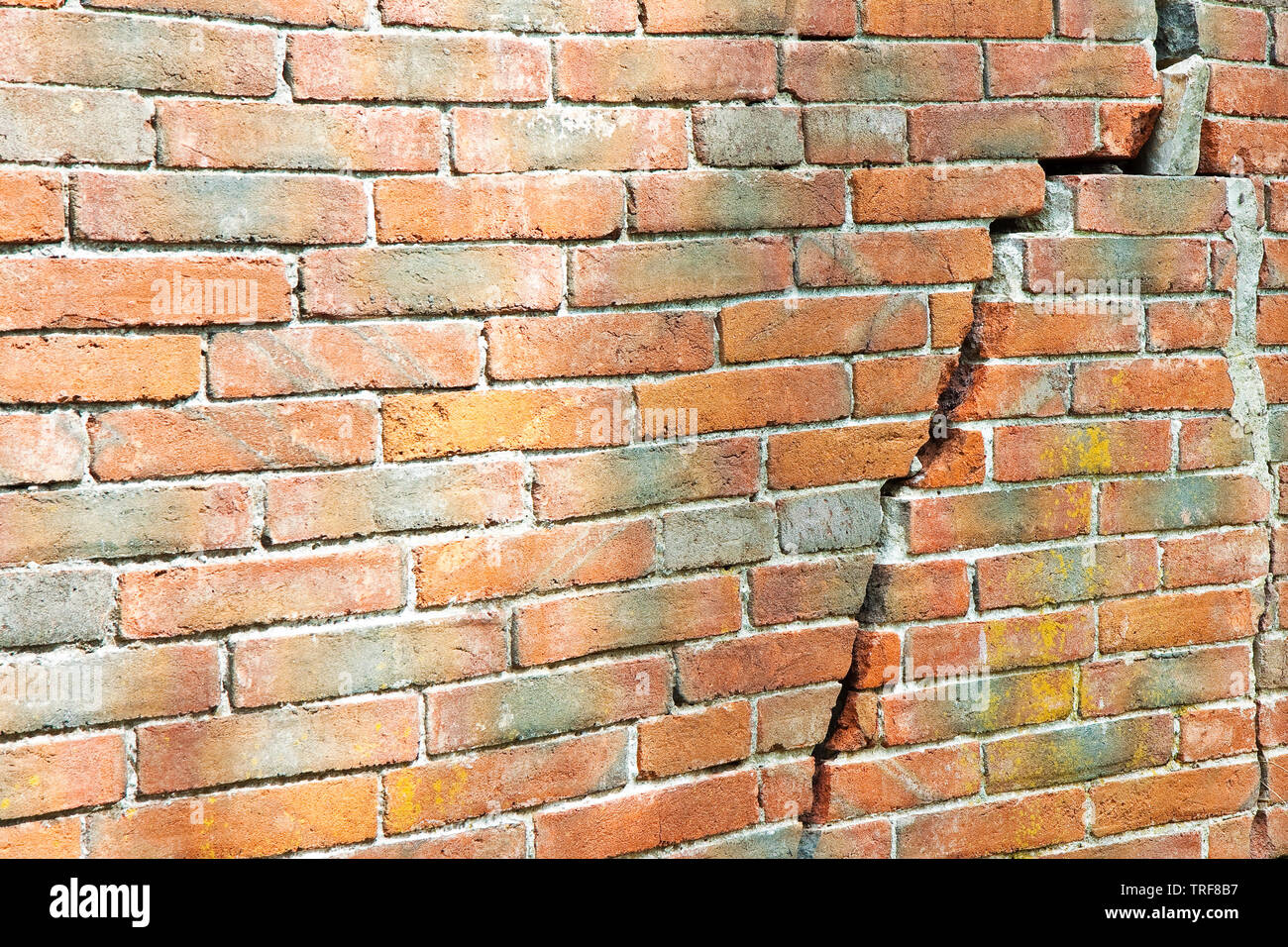 Old cracked brick wall - wall built in the 16th century - Stock Image