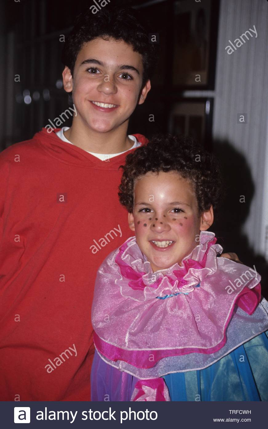 Fred Savage With Brother Ben Savage 1992 Credit 4395250globe Photos Mediapunch Stock Photo Alamy Savage was born in highland park, illinois, the daughter of joanne and lewis savage, who were an industrial real estate broker and a consultant. https www alamy com fred savage with brother ben savage 1992 credit 4395250globe photosmediapunch image255421645 html