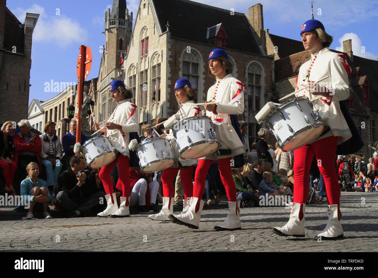 Le cortège de l'Arbre d'Or. Bruges. Belgique. The pageant of the Golden Tree. Bruges. Belgique. - Stock Image