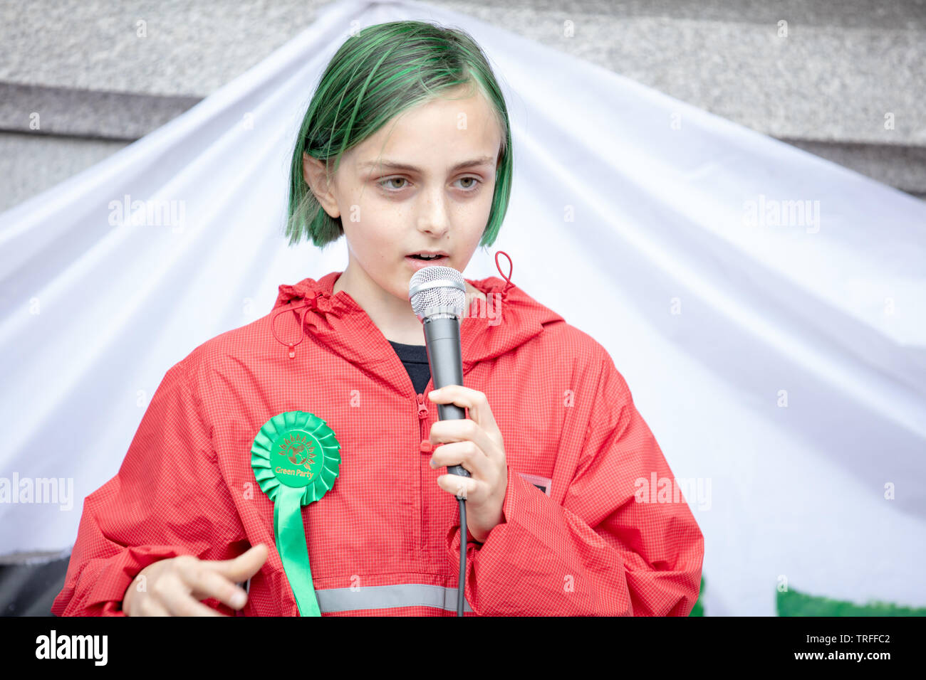 London, UK. 4th June 2019. Student climate change activist Max holds a presentation for student climate network on Trafalgar Square before the protesters protest in central London on Trafalgar Square, Whitehall and Parliament Square against the President of the USA, Donald Trump, visiting the UK. Credit: Joe Kuis / Alamy - Stock Image