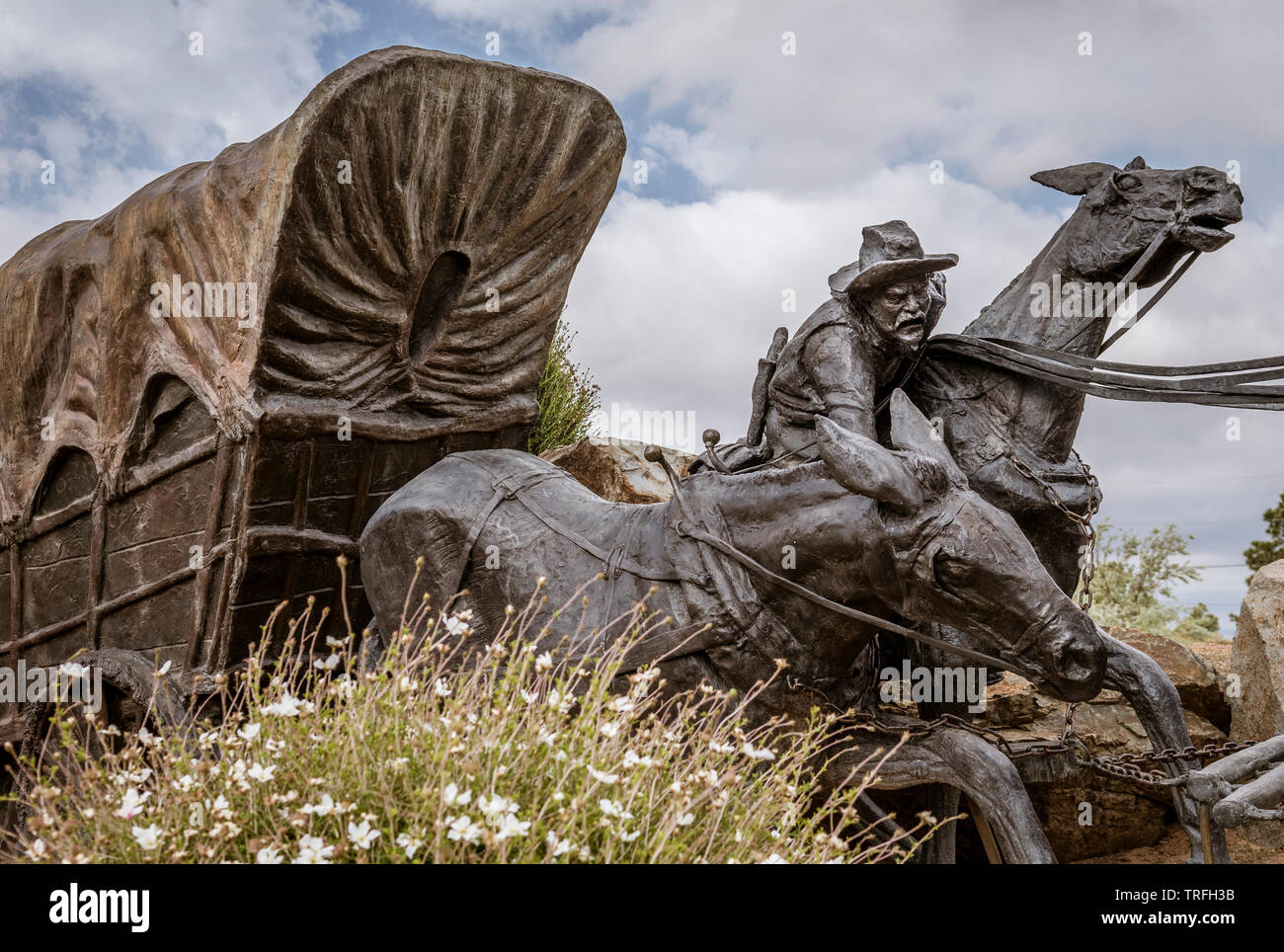 Journey's End bronze sculpture by Reynaldo Riviera on Old Santa Fe Trail and Camino Lejo near Museum Hill, Santa Fe, New Mexico, USA - Stock Image
