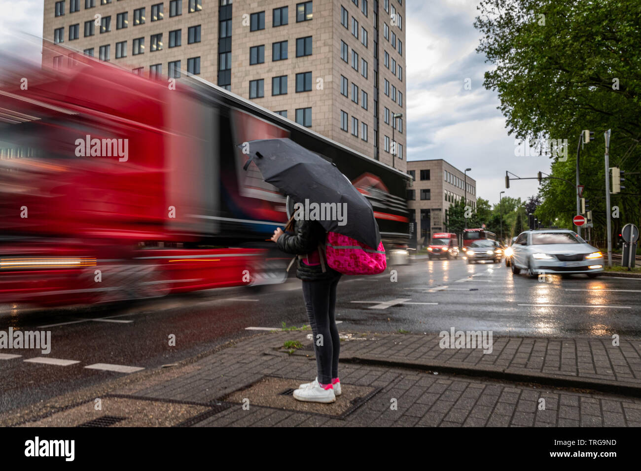 Views of the flowing traffic at the intersection Vosskuhle on the Bundesstrasse 1 in Dortmund © Frank Schultze / Zeitenspiegel - Stock Image