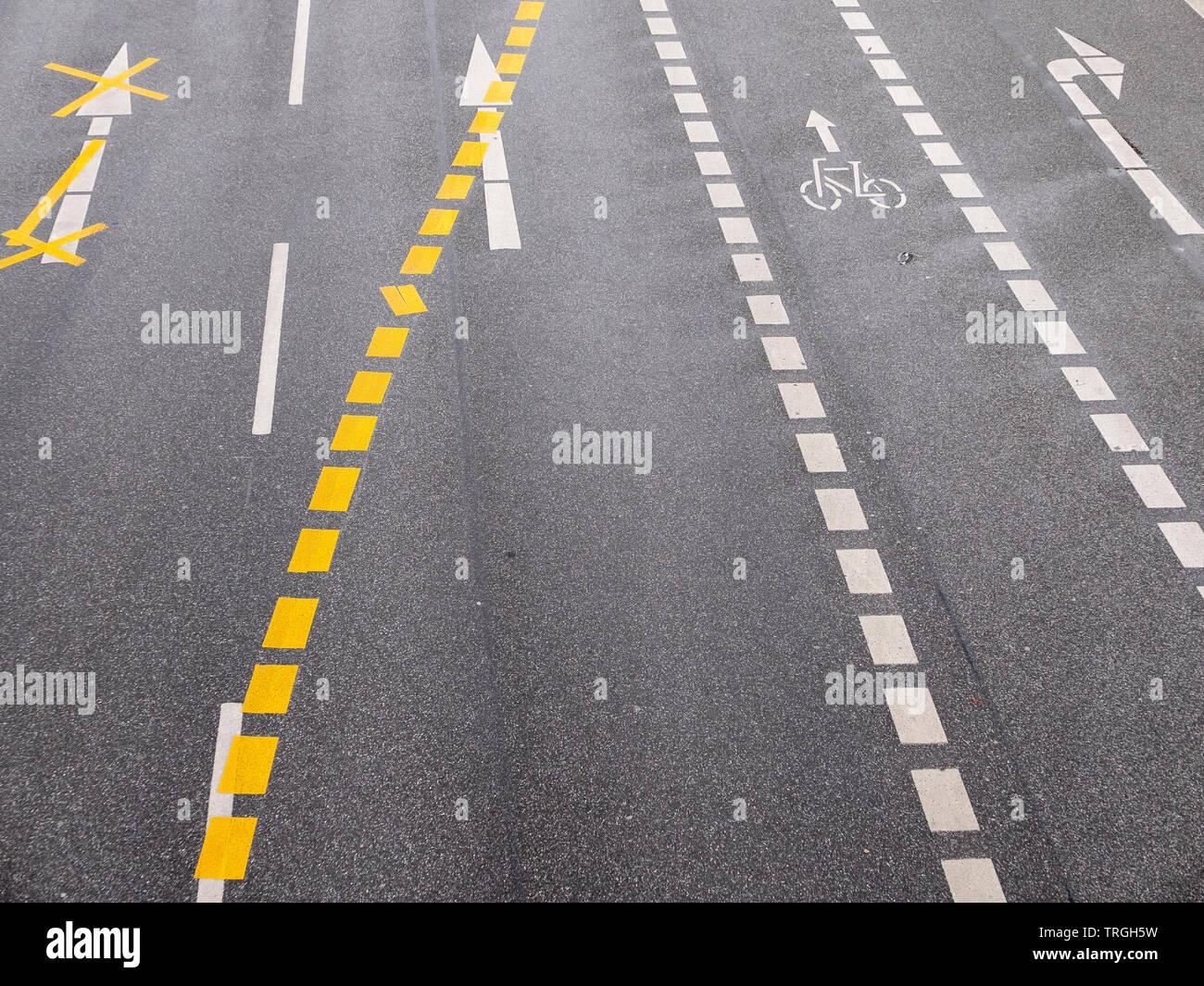 Straßenmarkierung - Stock Image