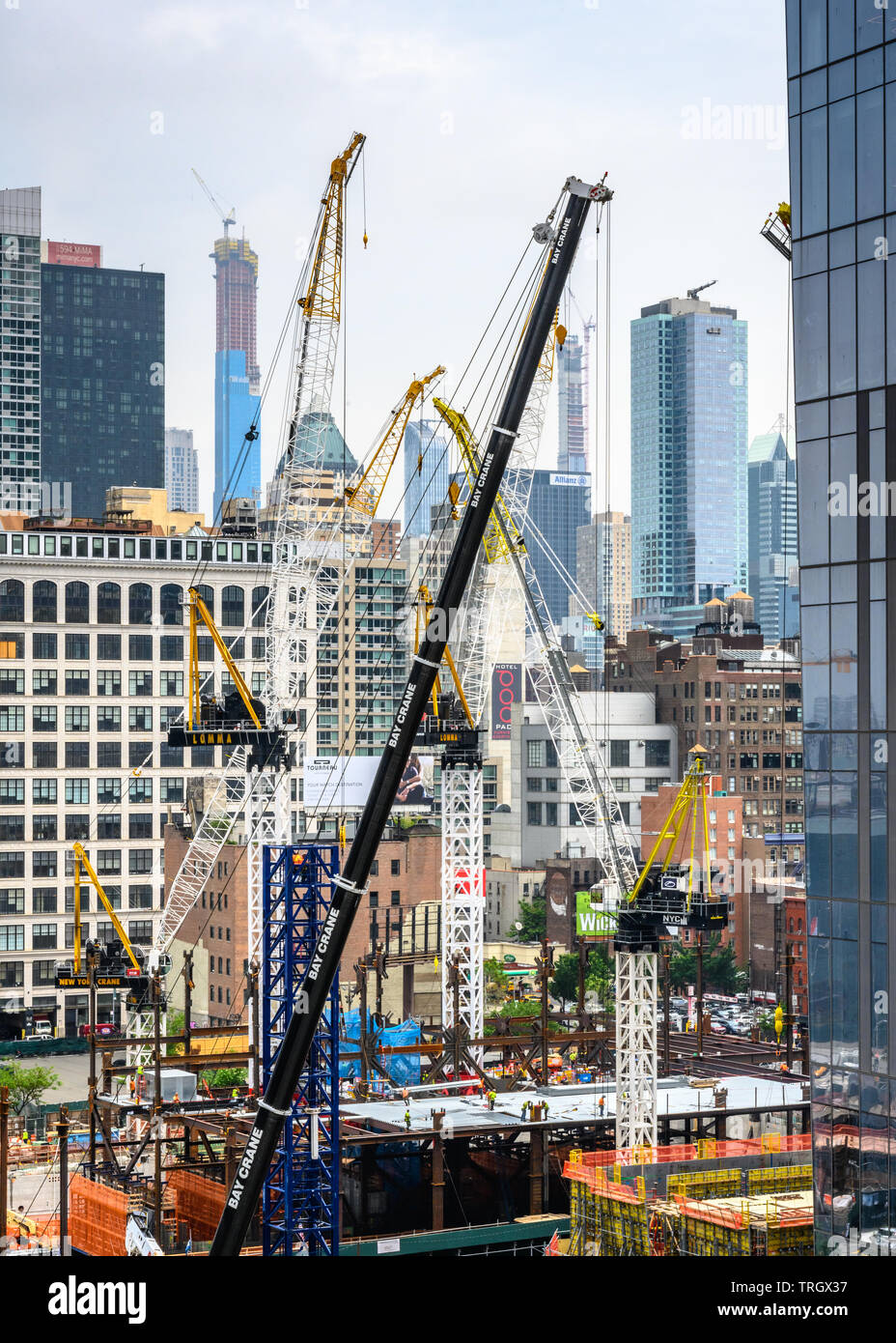 New York, USA,  30 May 2019. Cranes are busy at construction sites in New York city's Hudson Yard  Credit: Enrique Shore/Alamy Stock Photo2019. Stock Photo